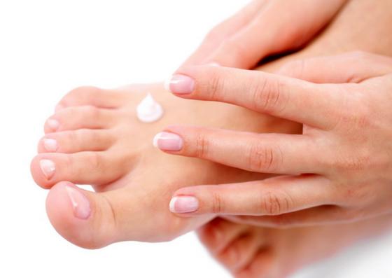 moisturise-pedicure-lifestylica