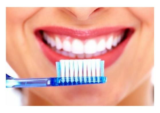 lips-toothbrush
